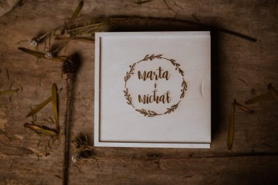 wood box photography white 10x15 with pendrive